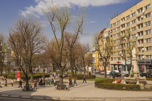 Guest House Adam Mickiewicz - Lviv - Outdoors view