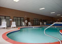 Red Coach Inn & Suites El dorado KS - El Dorado - Pool