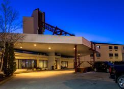 Sinbad's Hotel & Suites - Gander - Building