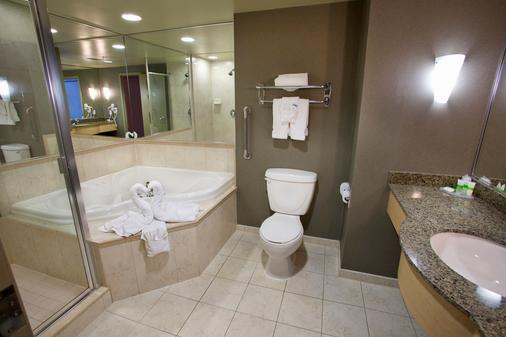 The Oakes Hotel Overlooking the Falls - Niagara Falls - Bathroom