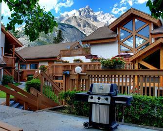 Banff Rocky Mountain Resort - Banff - Building