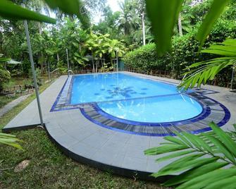 Hotel Surasa - Kurunegala - Pool