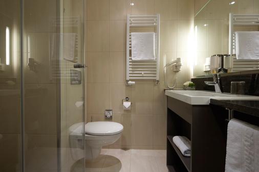 InterCityHotel Berlin-Brandenburg Airport - Schönefeld - Bathroom