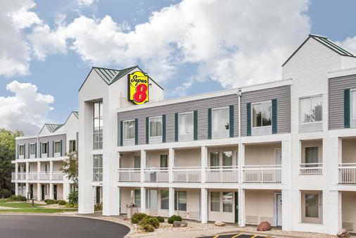 Super 8 by Wyndham Madison East - Madison - Building