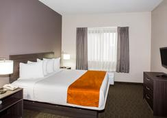 Days Inn & Suites by Wyndham Orlando Airport - Orlando - Makuuhuone