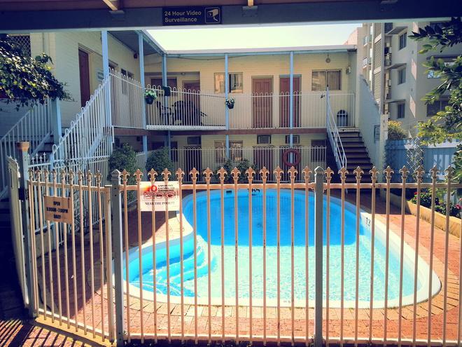 Hay Street Traveller's Inn - Perth - Pool