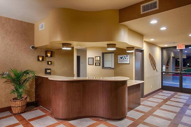 Desert Isle Of Palm Springs By Diamond Resorts - Palm Springs - Front desk