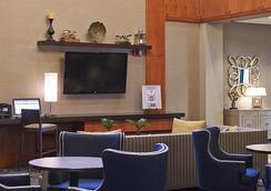 Comfort Inn & Suites Logan International Airport - Revere - Lobby