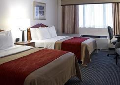 Comfort Inn & Suites Logan International Airport - Revere - Bedroom