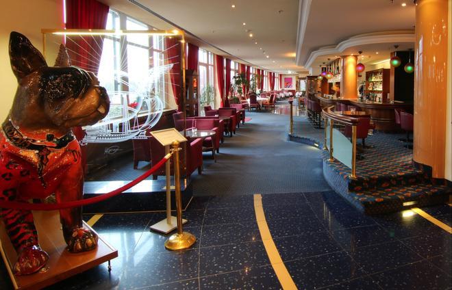 德國史威林皇冠假日酒店 - 史威林 - 什未林 - 酒吧