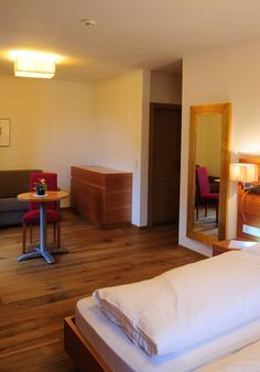 Hotel Teutschhaus - Cortina sulla Strada del Vino/Kurtinig an der Weinstrasse - Bedroom