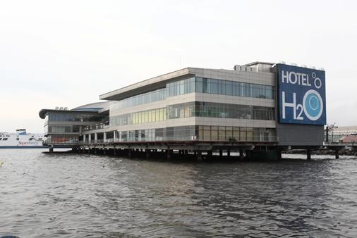 Hotel H2o - Manila - Building