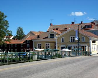 Garvaregården B&B and Hotel - Pensionat Sundsgården - Askersund - Building