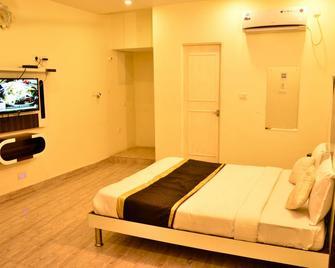 OYO 18873 Hotel Comfort - Deoghar - Bedroom