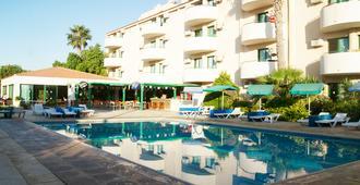 Mandalena Hotel Apartments - Protaras - בריכה