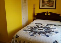 Burbank Rose Inn Bed & Breakfast - Newport - Bedroom
