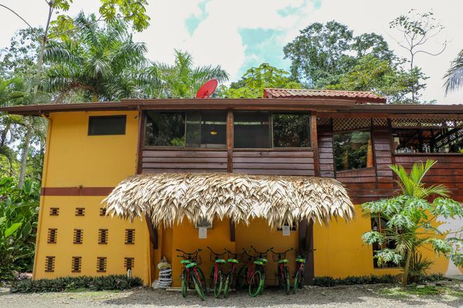 Caribe Town - Puerto Viejo de Talamanca - Centro de negocios
