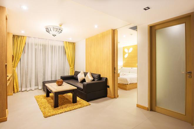 Araya Beach Hotel Patong - Patong - Living room