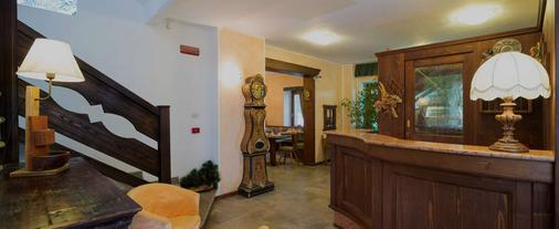 Hotel Residence Chateau - Saint-Pierre - Front desk