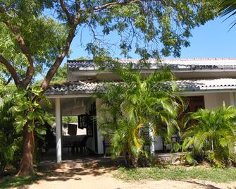 Jc Guest House - Kirinda - Gebouw