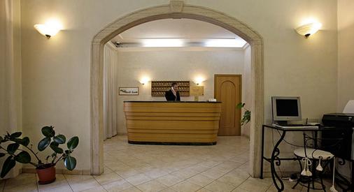 Hotel Embassy - Rooma - Vastaanotto