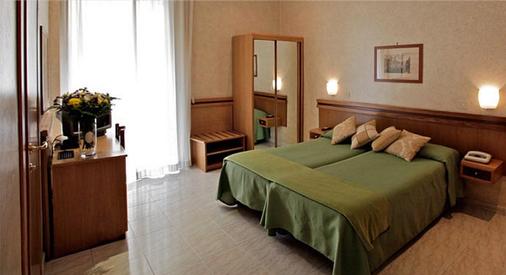 Hotel Embassy - Rooma - Makuuhuone