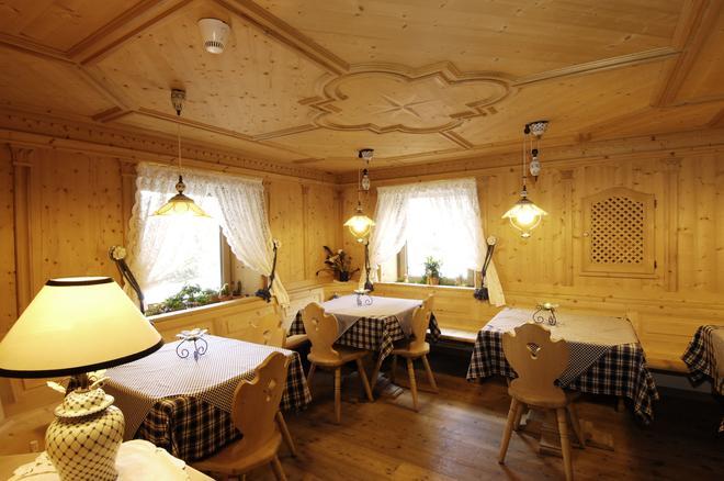 Hotel Brunella - San Vigilio di Marebbe - Hallway