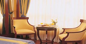 Hotel Sercotel Corona De Castilla - Burgos - Comodidade do quarto