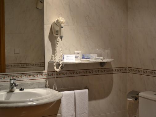 Aparthotel Sercotel Suites Huesca - Huesca - Bathroom