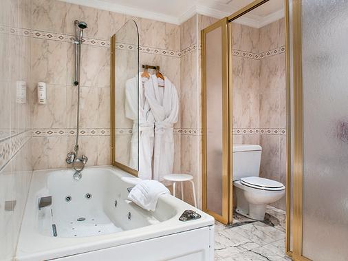 Hotel Sercotel Bahía de Vigo - Vigo - Bathroom