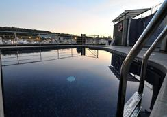 巴塞羅納環球飯店 - 巴塞隆納 - 游泳池