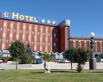 Hotel Ciudad de Burgos - Rubena - Building