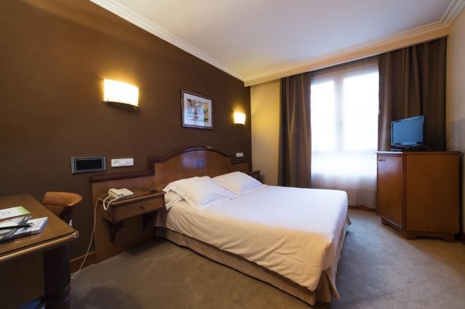 Hotel Sercotel Ciudad de Oviedo - Oviedo - Bedroom