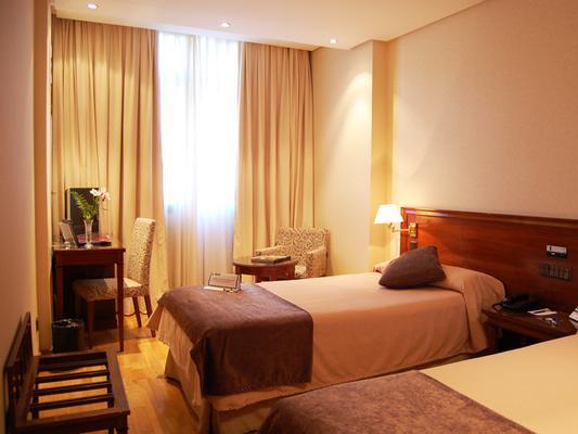 Hotel Sercotel Felipe IV - Valladolid - Bedroom