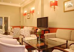 Hotel Sercotel Felipe IV - Valladolid - Oleskelutila