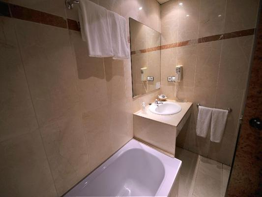 Hotel Glories - Barcelona - Bathroom