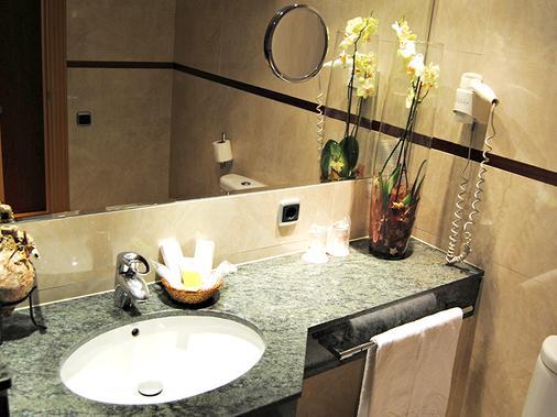 Sercotel Gran Fama - Almería - Bathroom