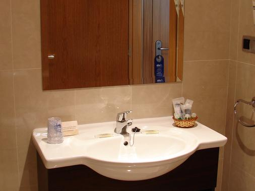 Sercotel La Boroña - Gijón - Bathroom