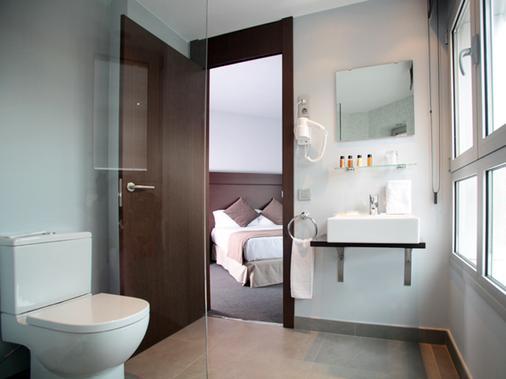 Hotel Madanis Liceo - L'Hospitalet de Llobregat - Bathroom