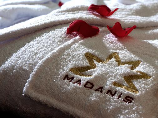 Hotel Madanis - Barcelona - Bedroom
