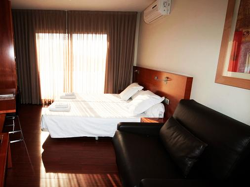 Apartamentos Turisticos Madanis - Barcelona - Bedroom