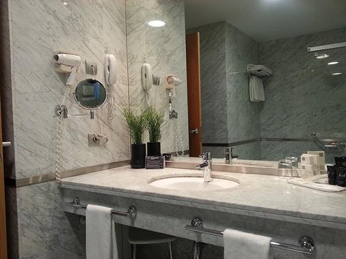 Hotel Nuevo Madrid - Madri - Banheiro