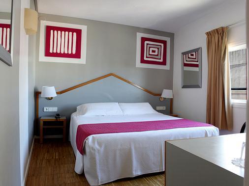蘇布林酒店 - 錫切斯 - 錫切斯 - 臥室