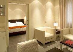 Suites Viena Plaza de España - Madrid - Habitación