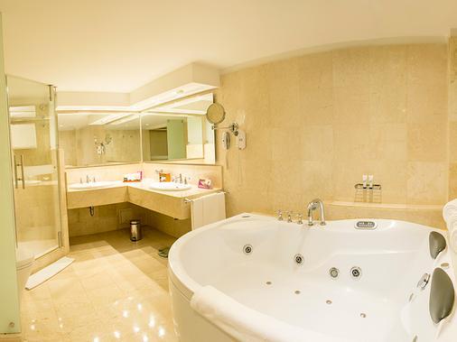 Hotel Tequendama Bogotá - Bogotá - Bathroom