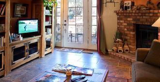 Cozy Cactus Bed & Breakfast - Sedona - Living room