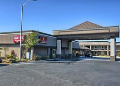 Clarion Inn and Suites Russellville I-40 - Russellville - Building
