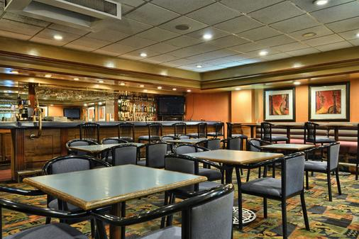 Clarion Inn and Suites Russellville I-40 - Russellville - Bar