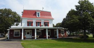 Shaw's Hotel & Cottages - Charlottetown - Building