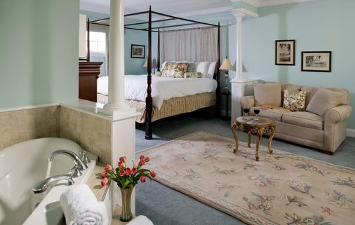 Hampton Terrace Inn - Lenox - Bedroom